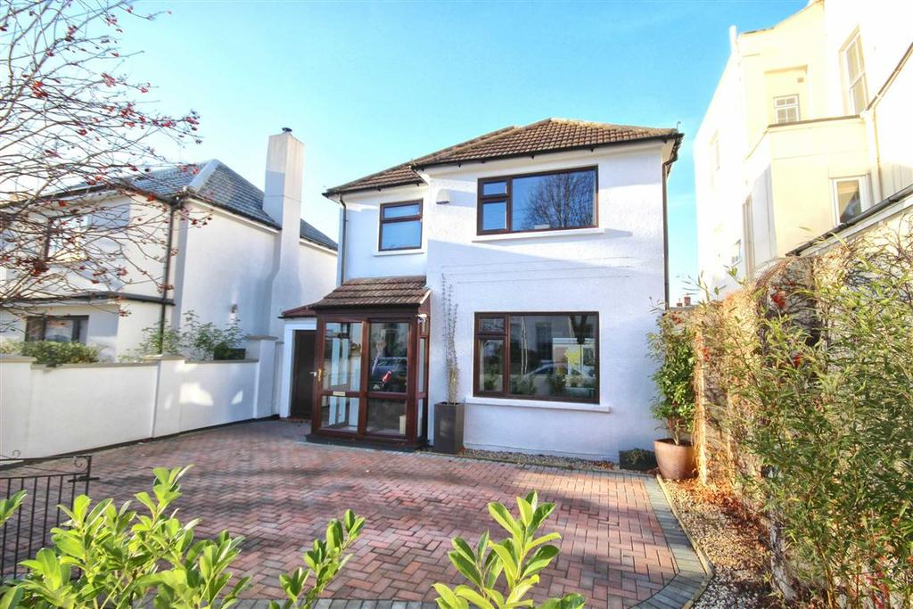 3 Bedrooms Detached House for sale in Priory Street, Fairview, Cheltenham, GL52