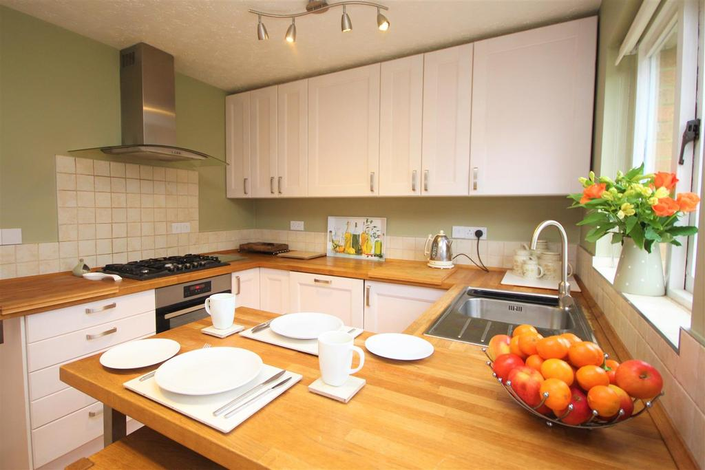 3 Bedrooms Detached House for sale in Cotterell Gardens, Twyford, Reading