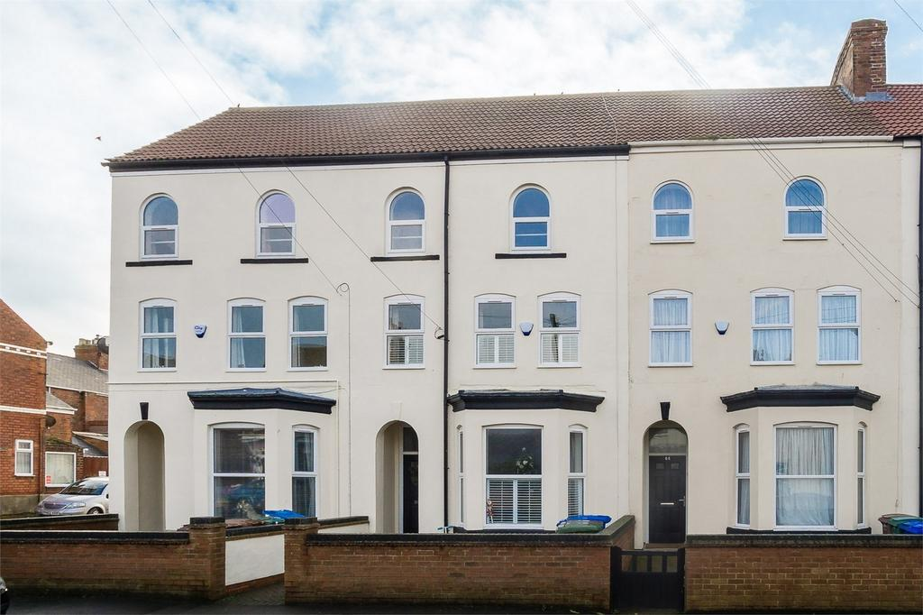 4 Bedrooms Terraced House for sale in Princes Avenue, WITHERNSEA, East Riding of Yorkshire