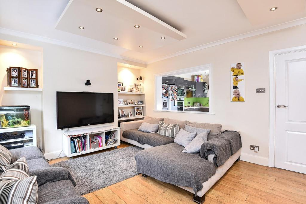 3 Bedrooms Flat for sale in The Poplars, Southgate