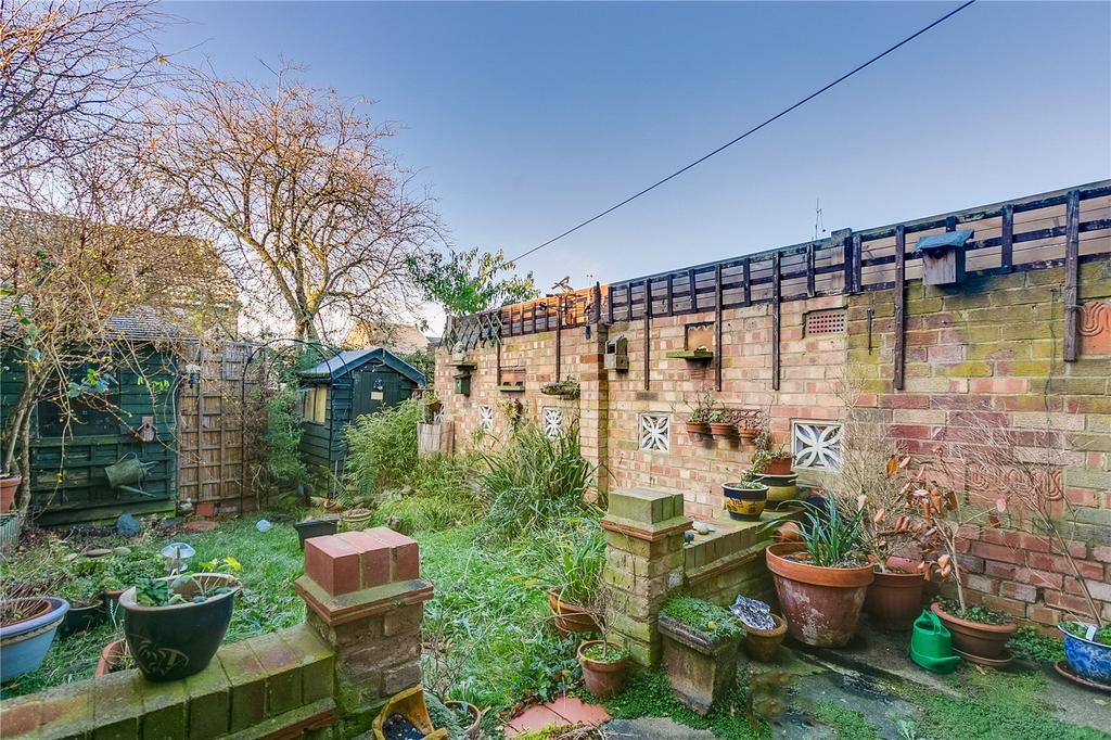 2 Bedrooms Terraced House for sale in St. Peter's Close, Wandsworth, London