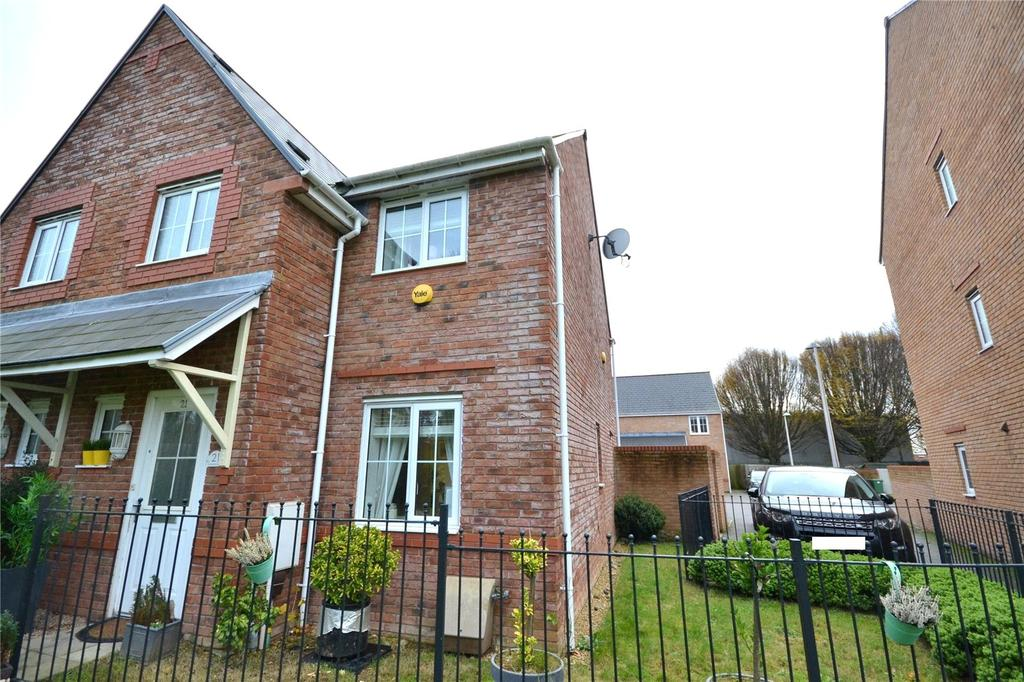 3 Bedrooms Semi Detached House for sale in Scholars Drive, Penylan, Cardiff, CF23