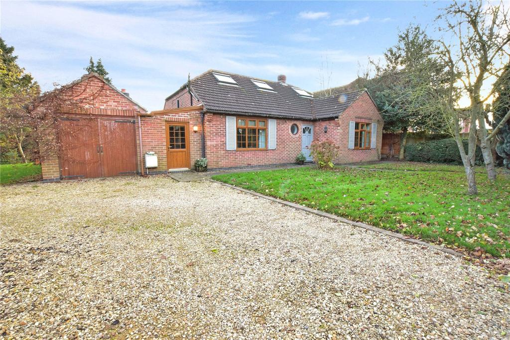 3 Bedrooms Detached Bungalow for sale in East End, Long Clawson, Melton Mowbray