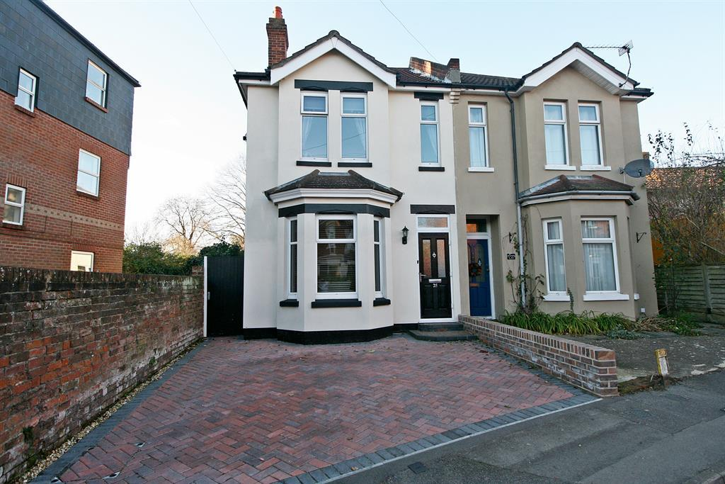 3 Bedrooms Semi Detached House for sale in West Road, Southampton, SO19 9AH
