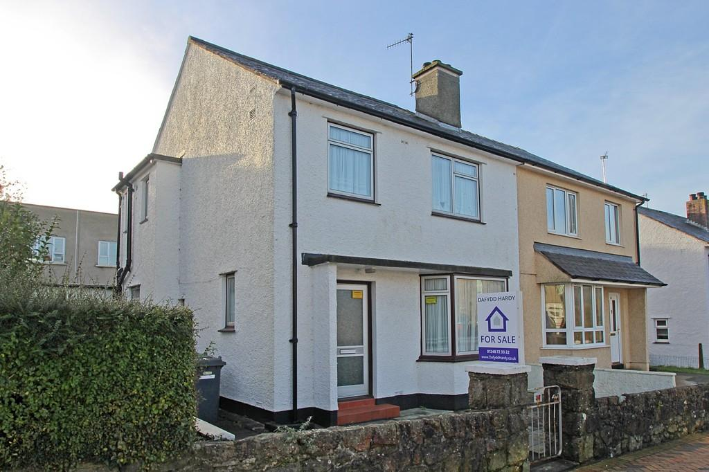 3 Bedrooms Semi Detached House for sale in Bridge Street, Llangefni, North Wales