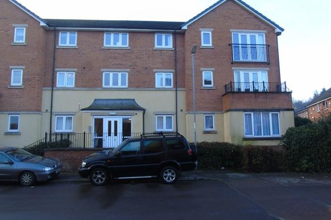 2 Bedrooms Flat for sale in 68 Haverhill Grove, Wombwell, Barnsley, S73 0DY