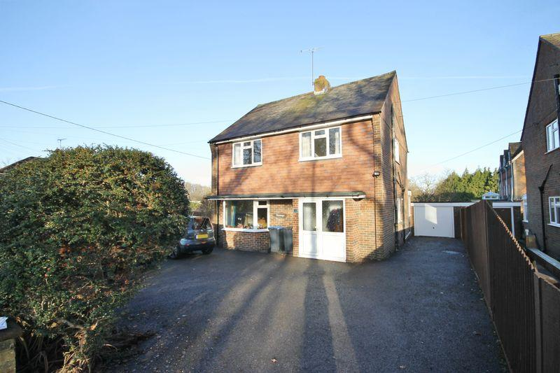 3 Bedrooms Detached House for sale in Folders Lane, Burgess Hill, West Sussex