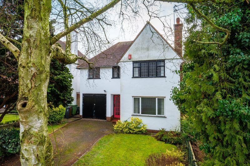 4 Bedrooms Detached House for sale in Castlecroft Gardens, Castlecroft, Wolverhampton