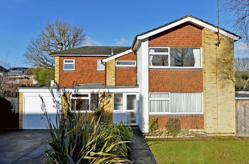 4 Bedrooms Detached House for sale in Brookside, Cranleigh
