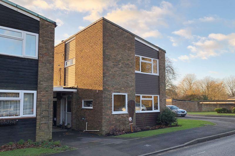 3 Bedrooms Semi Detached House for sale in Park Drive, Cranleigh