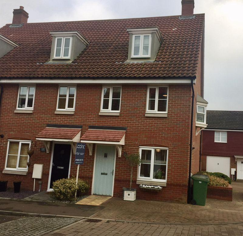 3 Bedrooms Terraced House for sale in Dunnock Drive, Norwich