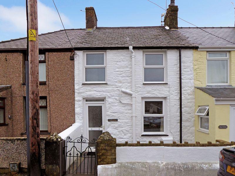 2 Bedrooms Terraced House for sale in Disgwylfa Terrace, Caernarfon
