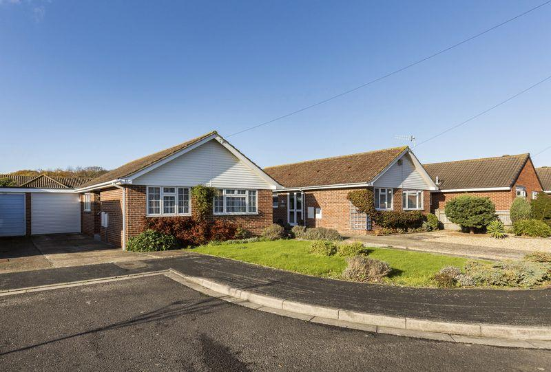 2 Bedrooms Detached Bungalow for sale in Denhill Close, Hayling Island