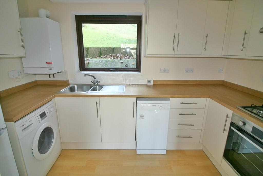 2 Bedrooms Apartment Flat for sale in Treetops , Hillside Road