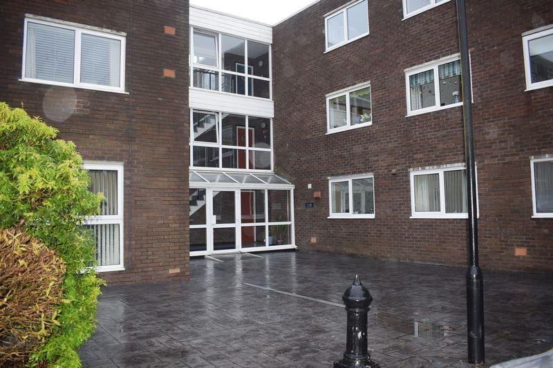 2 Bedrooms Apartment Flat for sale in Burnell Court, Heywood