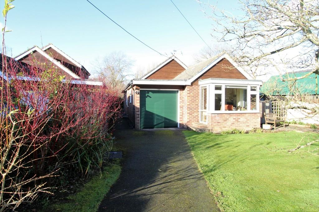 3 Bedrooms Detached Bungalow for sale in Ramsdean Road, Stroud, Petersfield, Hampshire