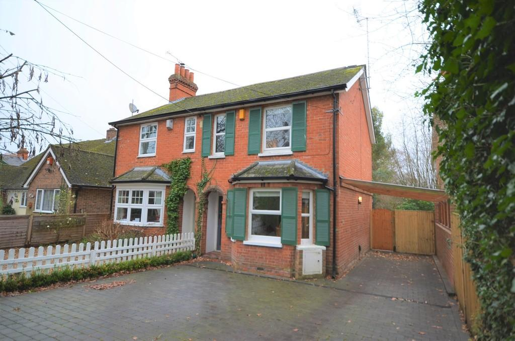 3 Bedrooms Semi Detached House for sale in Woodlands Road, Farnborough