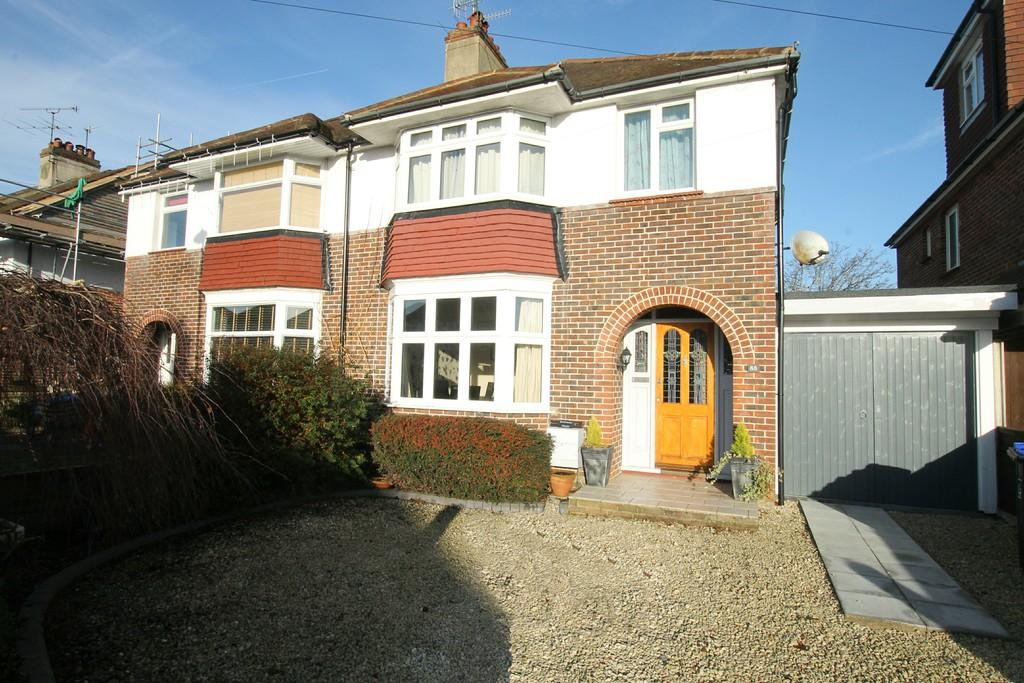 3 Bedrooms Semi Detached House for sale in Broomfield Avenue, Worthing, BN14 7SB