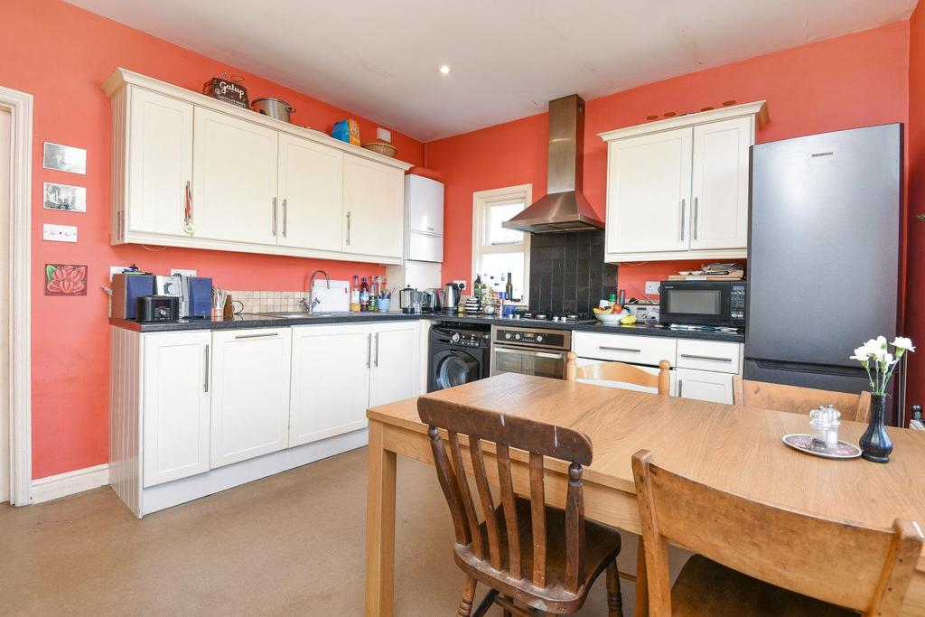 3 Bedrooms Flat for sale in Credenhill Street, Furzedown