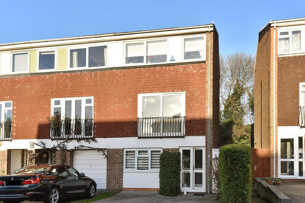 4 Bedrooms Semi Detached House for sale in Broadheath Drive, Chislehurst