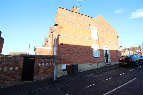 2 bedroom end of terrace house for sale - Katesgrove Lane, Reading