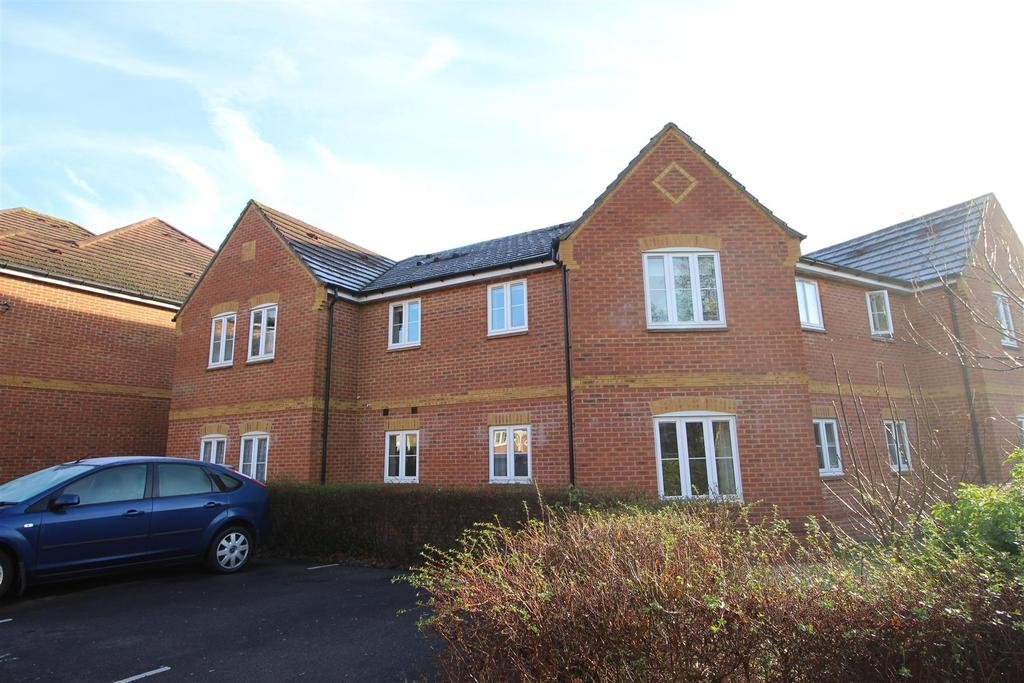 2 Bedrooms Apartment Flat for sale in Swallows Croft, Reading