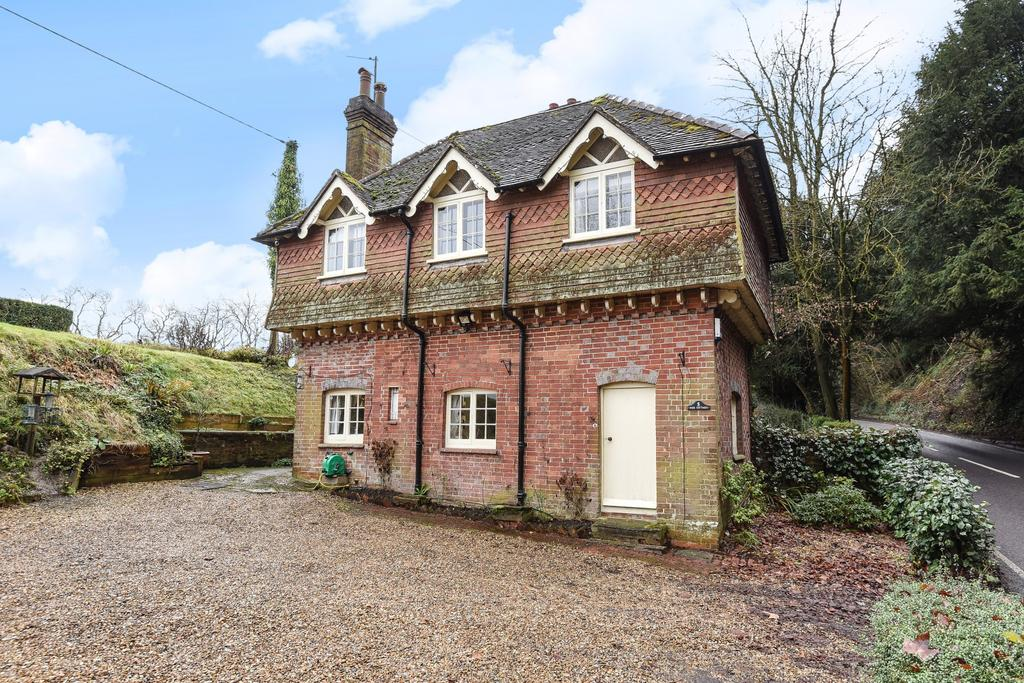 3 Bedrooms Semi Detached House for sale in Park Cottages, South Harting, Petersfield, GU31