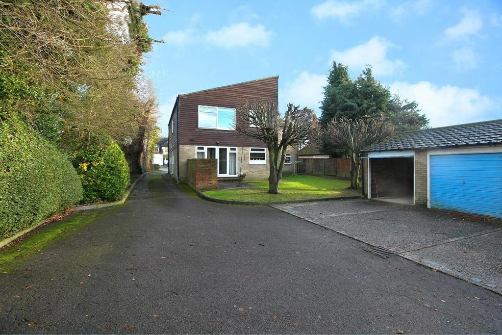 2 Bedrooms Maisonette Flat for sale in Galleywood Road, Chelmsford, Essex, CM2