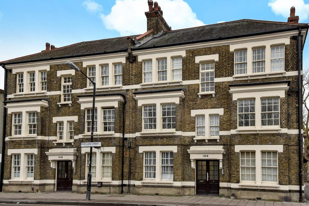 3 Bedrooms Flat for sale in Portland Street, Walworth