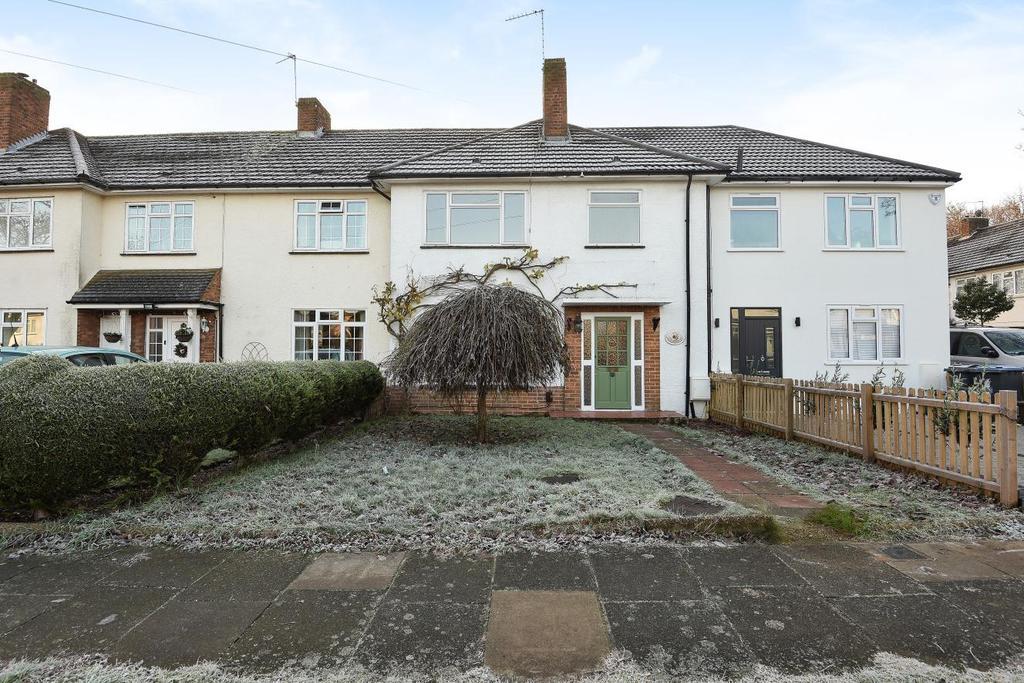 3 Bedrooms Terraced House for sale in Keswick Avenue, London