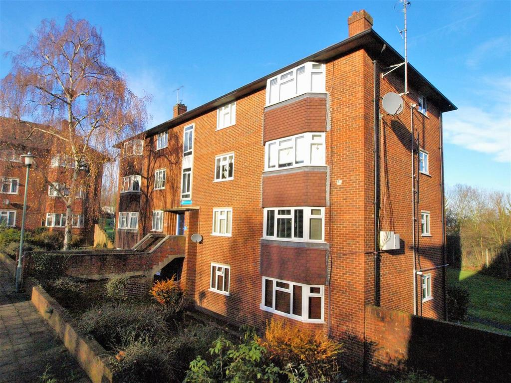 3 Bedrooms Flat for sale in Bromley Road, Shortlands, Bromley, BR2