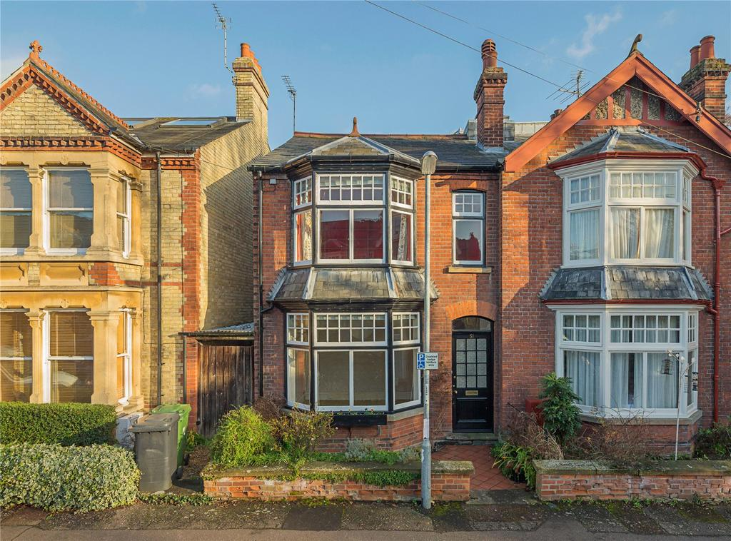 3 Bedrooms Semi Detached House for sale in Owlstone Road, Cambridge, CB3