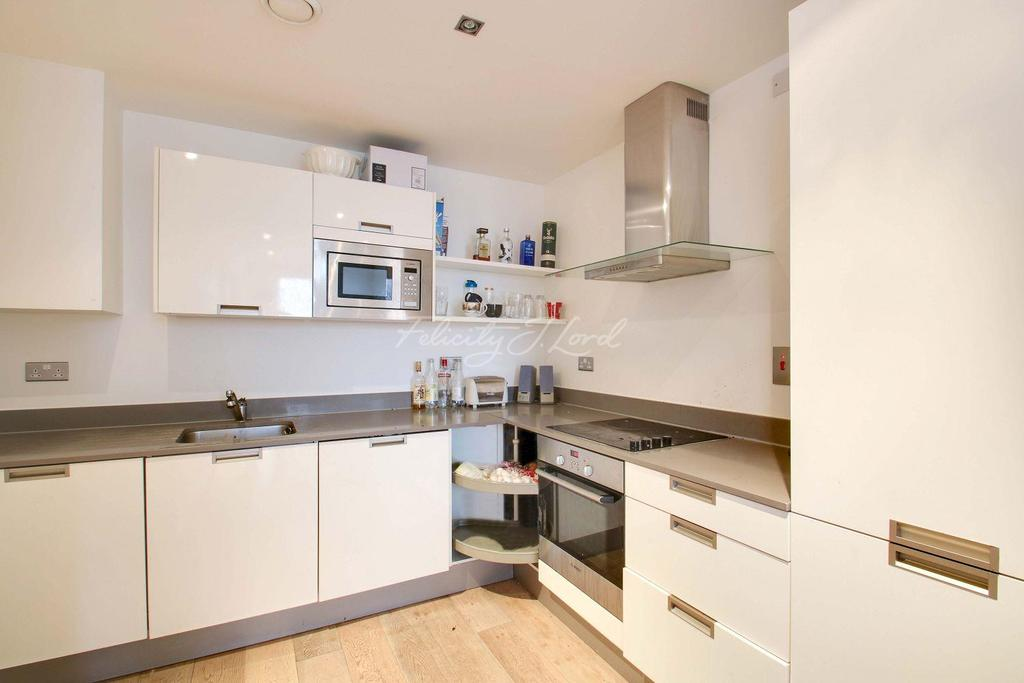 3 Bedrooms Flat for sale in Theatro Tower,Creek Road,SE8 3FD