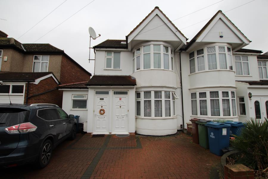 3 Bedrooms Maisonette Flat for sale in Alicia Gardens, Kenton HA3 8JB