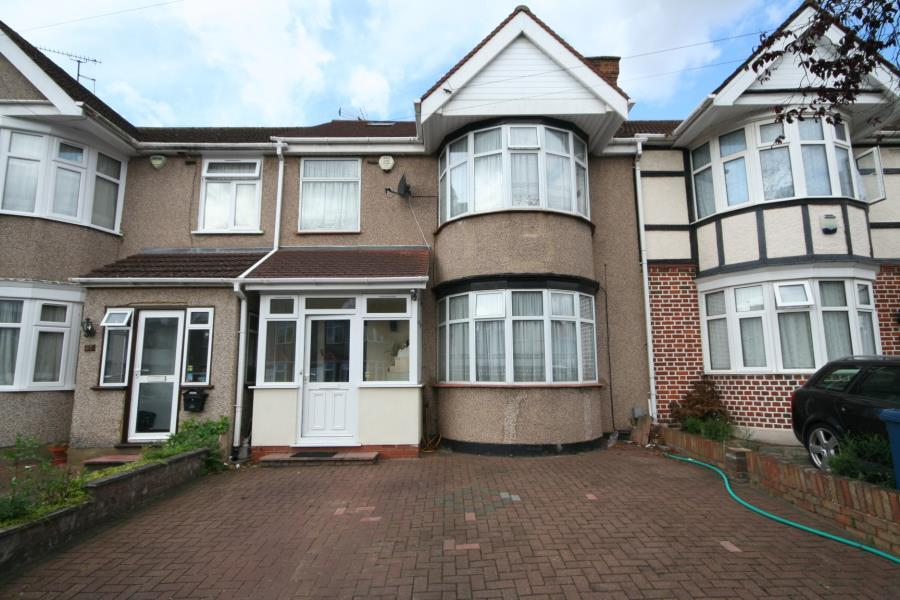 4 Bedrooms Terraced House for sale in Hunters Grove, Kenton, HA3 9AD