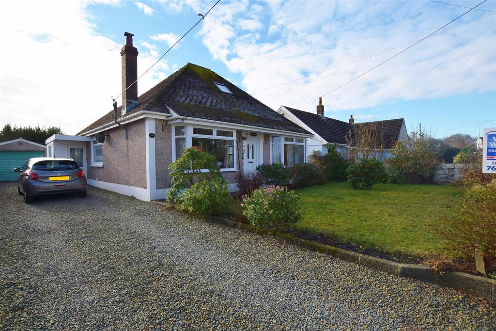 3 Bedrooms Detached Bungalow for sale in New Road, Hook, Haverfordwest