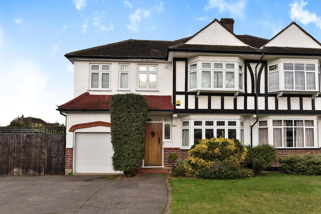 4 Bedrooms End Of Terrace House for sale in The Mead, Beckenham