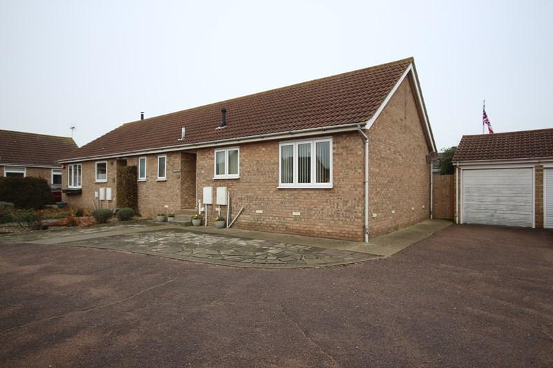 2 Bedrooms Semi Detached Bungalow for sale in Ferndale Close, Clacton-On-Sea