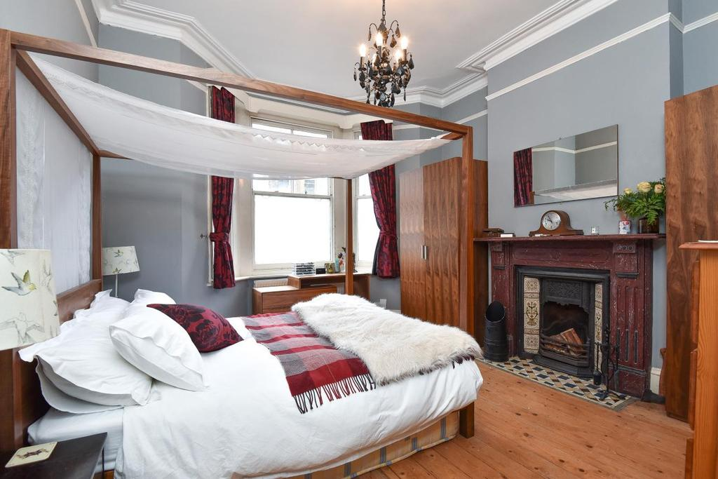 2 Bedrooms Flat for sale in Handforth Road, Oval