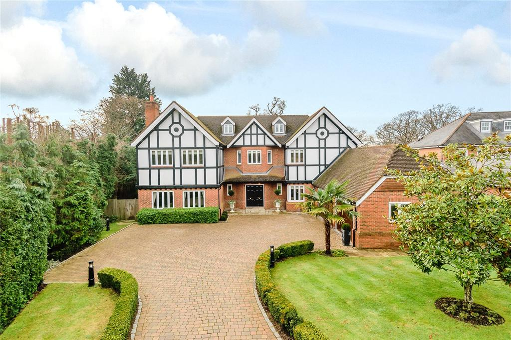 5 Bedrooms Detached House for sale in Camp Road, Gerrards Cross, Buckinghamshire