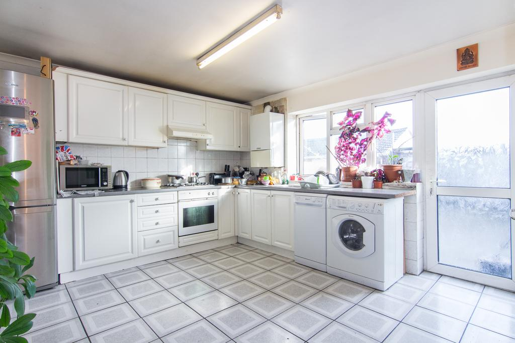 4 Bedrooms House for sale in Allenby Road, Southall