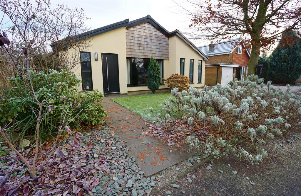 3 Bedrooms Detached Bungalow for sale in Whittam Crescent, Whalley