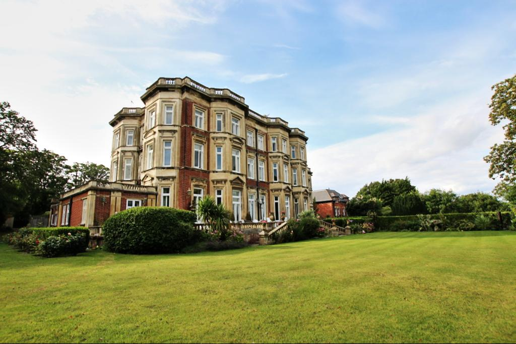 2 Bedrooms Apartment Flat for sale in De Walden Court , 53 Meads Road , Eastbourne BN20