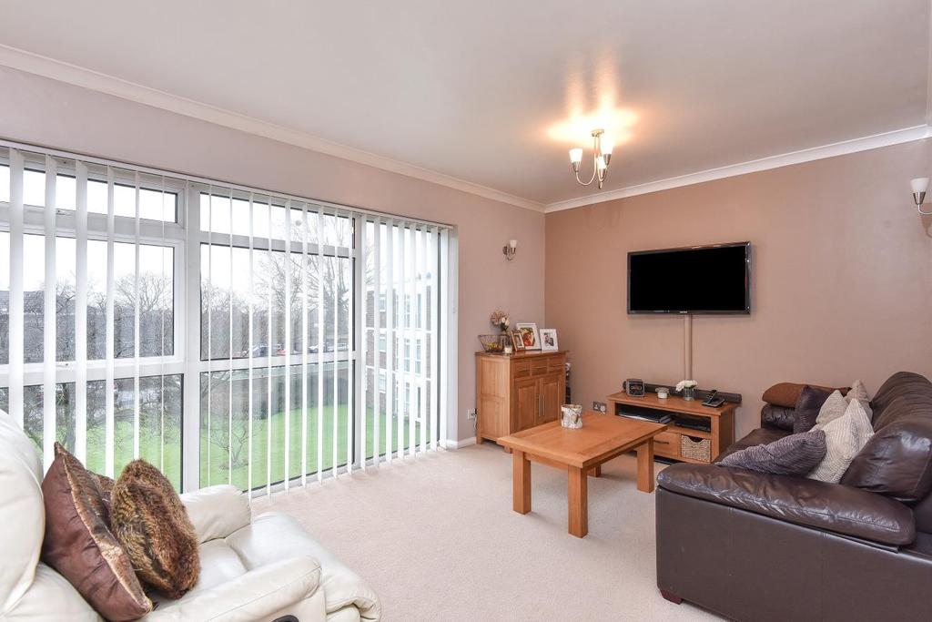 2 Bedrooms Flat for sale in Parkwood, Beckenham