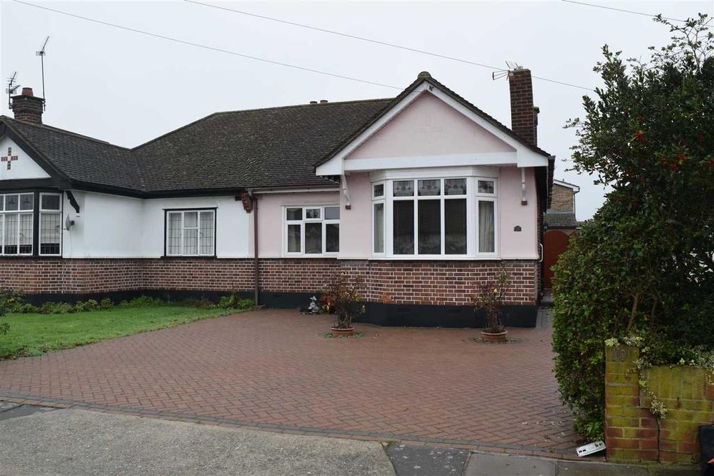 2 Bedrooms Bungalow for sale in Nalla Gardens, Chelmsford