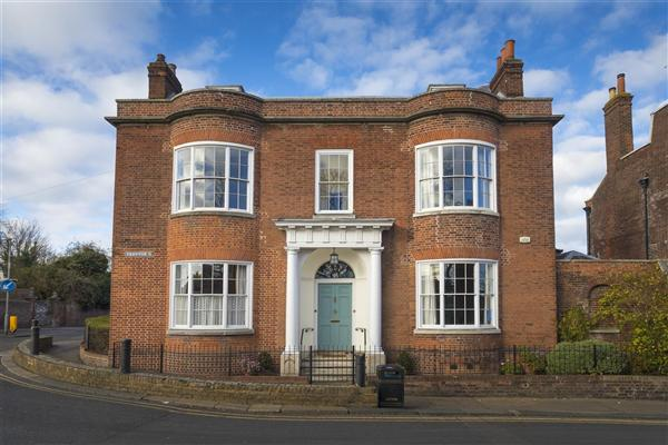 5 Bedrooms Detached House for sale in Chase House, 55 Preston Street, Faversham