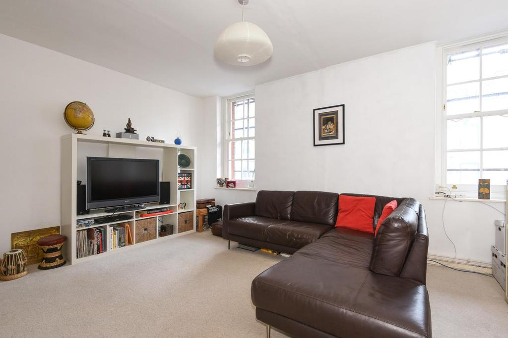 2 Bedrooms Flat for sale in Herbrand Street, Bloomsbury