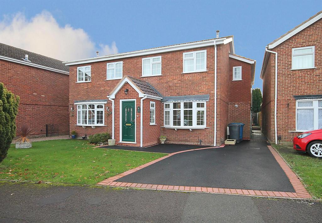 3 Bedrooms Semi Detached House for sale in Aitken Close, Fazeley, Tamworth, Staffordshire