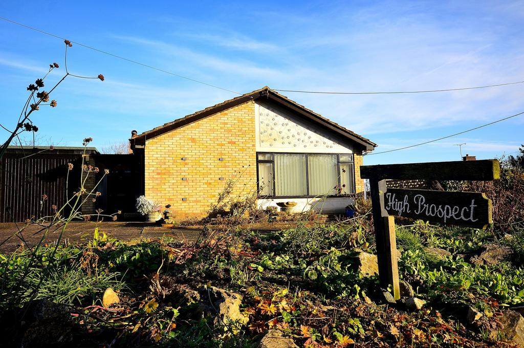 3 Bedrooms Detached Bungalow for sale in Little Baddow Road, Woodham Walter, Maldon, Essex, CM9