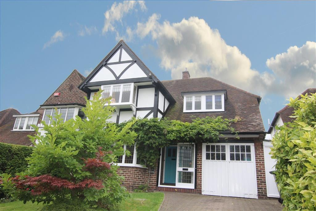 4 Bedrooms Detached House for sale in Driffold, Sutton Coldfield, B73 6HP
